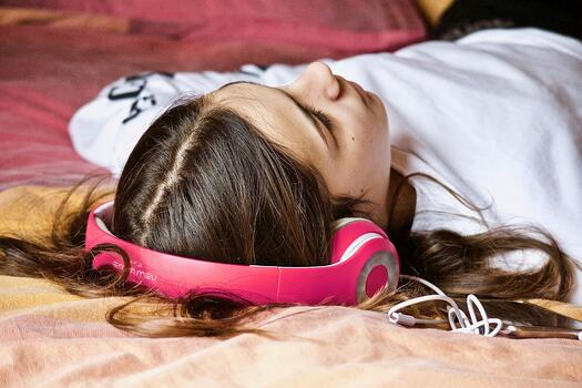 MaxPixel.freegreatpicture.com-Nap-Headphones-Girl-Listening-Relaxation-Music-3231703